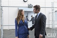"""Arrow -- """"League Of Assassins"""" -- Image AR205b_0106b -- Pictured (L-R): Katie Cassidy as Laurel Lance and Stephen Amell as Oliver Queen -- Photo: Michael Courtney /The CW -- © 2013 The CW Network, LLC. All Rights Reserved"""