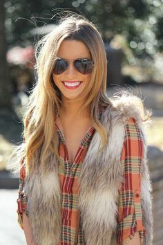 I've always wanted to try the faux fur vest. Looks good with plaid! [Plaid & faux fur: two trends we're loving for fall. Pair them together with a dark-wash flare jean for a boho-inspired look. Looks Chic, Looks Style, Style Me, Moda Outfits, Winter Outfits, Cute Outfits, Vest Outfits, Casual Outfits, Look Fashion