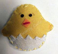 Filcowy kurczak-pisanka  rudatworzycuda.cba.pl/ #rękodzieło #filc #szycie #kurczak #pisanka #jajko #wielkanoc  #maskotka #zabawka #dladzieci #prezent #upominek #ozdoba