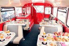 Enjoy afternoon tea on the Tea Bus Tour from B Bakery. You're on an iconic Routemaster bus that drives around central London taking in sights such as Big Ben, Westminster Abbey and Hyde Park London Eye, B&b In London, High Tea In London, London With Kids, London Food, Hyde Park, Afternoon Tea London, Best Afternoon Tea, Afternoon Tea Covent Garden