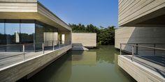 Mu Xin Art Museum,© Shen Zhonghai. concrete facade with the linear texture, imitating brushstrokes.