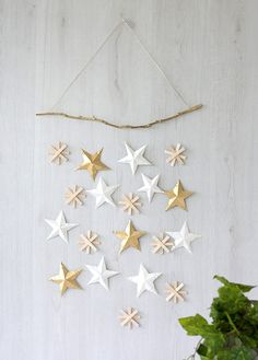 Christmas Star DIY To hang above kids beds Diy Christmas Star, Christmas Pom Pom, Christmas Holidays, Christmas Ornaments, Handmade Christmas, Diy Christmas Wall Decor, Christmas Picks, Woodland Christmas, Christmas Paper