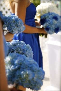 To us, this style just makes sense ;) Dark or light blue would like beautiful in pictures with the blue barn