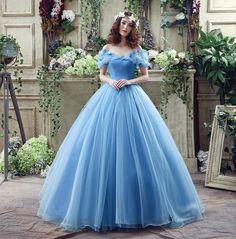 映画「シンデレラ」に登場するドレス。フレアのボリューム感とシャープなウエストラインでメリハリある美しいシルエットのドレス☆青の花嫁衣装の参考一覧♪