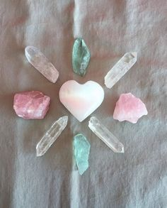 Crystal Grid Set Love Crystals w/ Selenite Green Fluorite Raw Rose Quartz, Pink Quartz, Quartz Crystal, Crystal Healing, Healing Stones, Crystal Magic, 7 Chakras, Crystals And Gemstones, Stones And Crystals