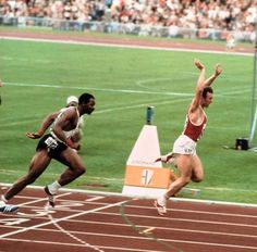 Valery Borzov ( USSR ) crossing the finish line to win the Final then won the 200 meters - 1972 Olympic München. 1972 Olympics, World Athletics, Kids Homework, Triathlon Training, Kids Online, Finish Line, Track And Field, Fitspo, Running