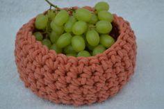 Handmade – Community – Google+ Gehäkelte Körbchen/Utensilos für Obst, Süßigkeiten uvm. Auch kleine Präsente lassen sich darin hübsch verpacken und verschenken.