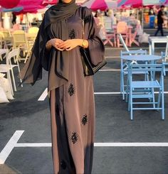 Abaya Style 91972017375782771 - Source by nacerazerrouki Modern Abaya, Modern Hijab Fashion, Arab Fashion, Hijab Fashion Inspiration, Muslim Fashion, Modest Fashion, Fashion Outfits, Korean Fashion, 70s Fashion