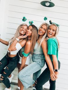 ✰ insta/pin: riannahaven ✰You can find Friend pics and more on our website. Best Friends Shoot, Best Friend Poses, Cute Friends, Friend Picture Poses, Poses With Friends, Friend Beach Poses, Foto Best Friend, Cute Friend Pictures, Friend Pics