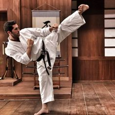 Scott Adkins - martial artist and actor, kickboxing champion, superstar of boyka films Jiu Jutsu, Scott Adkins, Martial Arts Quotes, Marshal Arts, Shotokan Karate, Art Of Fighting, Hapkido, Dynamic Poses, Martial Artists