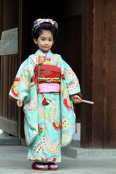 thekimonogallery:  Girl in ceremonial Shinto 'coming of age' kimono outfit.  Japan