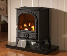 Solve your heating woes & keep your rooms blissfully warm and cosy with ESSE flueless gas fires, including the Flueless Gas 525 Vista. Stove Fireplace, Faux Fireplace, Modern Fireplace, Fireplace Ideas, Flueless Gas Stove, Flueless Gas Fires, Gas Fire Stove, Freestanding Fireplace, Freestanding Stoves