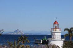 IL Faro di Ceuta. Sfondo Rocca di Gibilterra