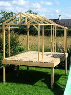 make wooden garden shed build shelter - hut Backyard Fort, Backyard Playhouse, Backyard Playground, Backyard Landscaping, Wooden Playhouse, Tree House Plans, Tree House Designs, Pallet House, Wooden Garden