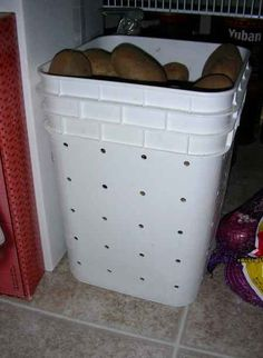 14-creative-and-practical-ways-to-repurpose-kitty-litter-containers