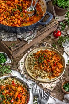 This beautiful healthy Moroccan Soy Curl Stew is bursting with flavor, wholesome ingredients, and warming spices that is sure to make your belly very happy! Healthy Soup Recipes, Lunch Recipes, Whole Food Recipes, Dinner Recipes, Vegan Recipes, Clean Eating Recipes For Dinner, Fire Roasted Tomatoes, Happy Vegan, Stew