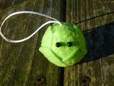 Sprouts, love em or hate em it wouldnt be Christmas without em!  For far too long spouts have been confined to the kitchen, this year why not make the humble sprout the star of the show with this ultra cute bauble.  This listing is for one bauble, each has been lovingly hand made with a needle felted core of Undyed British Shetland sheep wool surrounded with bright green felt leaves and a couple of black bead eyes. The baubles has a hanging loop of ivory ribbon, if youd prefer a different…