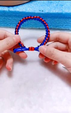 Diy Friendship Bracelets Tutorial, Diy Bracelets Easy, Bracelet Tutorial, Friendship Bracelet Patterns, Handmade Bracelets, Diy Bracelet Designs, Diy Bracelets Patterns, Macrame Bracelet Diy, Bracelet Crafts