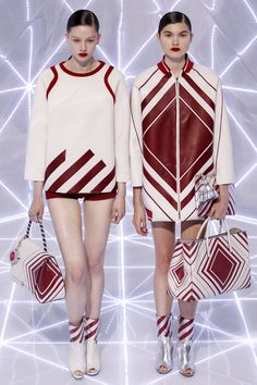 Anya Hindmarch Spring 2016 Ready-to-Wear Fashion Show