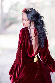 Pre Raphaelite inspired medieval red devore velvet by Joanne Fleming Design photo by Jo Bradbury Nice Dresses, Prom Dresses, Wedding Dresses, Velvet Gown, Red Carpet Gowns, Briar Rose, Medieval Dress, Costume, Zine