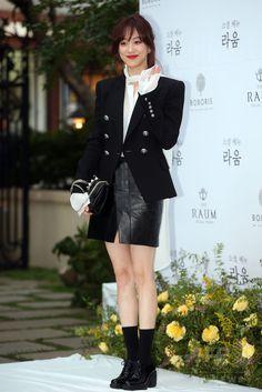 韓国・ソウル(Seoul)で行われた俳優のイン・ギョジン(In Gyo-Jin)と女優のソ・イヒョン(So Yi-Hyun)の結婚式に出席した、女優のチョン・リョウォン(Jung Ryeo-Won、2014年10月04日撮影)。(c)STARNEWS ▼9Oct2014AFP 俳優イン・ギョジンと女優ソ・イヒョンが結婚、初共演から6年 http://www.afpbb.com/articles/-/3028275