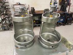 In de werkplaats, twee #biervat pisbakken. Dog Bowls, Kitchen Appliances, Canning, Bathroom, Garage, Beach, Google, Outdoor, Diy Kitchen Appliances