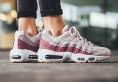 Discount Nike Air Max 95 Womens Barely Rose With Hot Punch Trainers Best Sneakers, Air Max Sneakers, Sneakers Fashion, Sneakers Nike, Air Max 95 Womens, Nike Air Max, Baskets Nike, Discount Nikes, Vegan Shoes