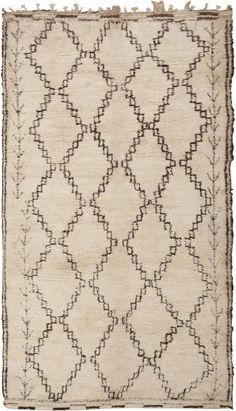 View this beautiful Vintage Moroccan Rug 46004 from Nazmiyal's fine antique rugs and decorative carpet collection.