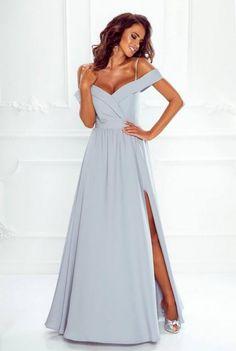 73d1ef6a8727 Tieto dlhé šaty spustené na ramená sú dokonalé vďaka svojmu okúzľujúcemu  strihu