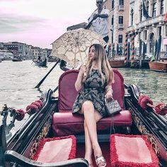 Every day in your life can be a new chapter 🛶 ————————————————–#  venice #gondola#fashioninspo #tumblrgirl #ootd #venedig#gondolaride #luxuryhotels #luxurylife#gondel#fashionblogger_de #fashionstyle #fashionista #dior#jadore#hermes#ombrehair #ombrenails #fashionblogger #traveltheglobe