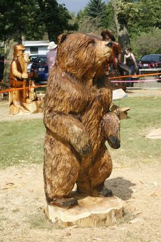 2012 World Class Chainsaw Carving Competition. Photo Courtesy of the Hope & District Chamber of Commerce Learn Woodworking, Woodworking Projects, Tree Carving, Big Animals, Wood Carving Patterns, Tree Trunks, Bear Art, Wood Sculpture, Tree Art