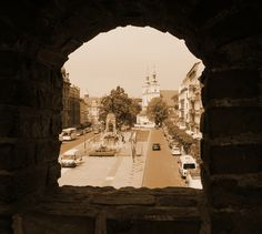 Kraków-Stare Miasto-widok z murów Barbakanu na Plac Jana Matejki z Pomnikiem Grunwaldzkim.