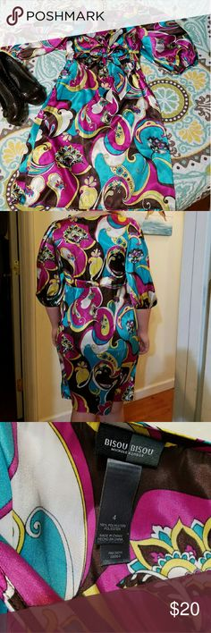 Retro paisley brightly colored dress This retro, paisley, brightly colored dress had a silky feel and is great shape. I love this design Bisou Bisou, with a low v-neck, in easy to care for polyester. Bisou Bisou Dresses Midi