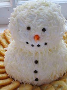 Cute and Yummy Snowman Cheeseball | Crafts a la mode