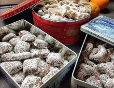 Vánoce se blíží a pokud už přemýšlíte, co byste upekli, máme pro Vás jednu inspiraci. Fantastické recepty, které mám ještě po mé babičce, která pekla to nejlepší vánoční cukroví pod sluncem. Jsem ráda, že nyní jsem jí následovnicí já a moje vánoční cukroví chutná stejně úžasně. Autor: Ivana Cereal, Cookies, Breakfast, Food, Hana, Grandma's Recipes, Top Recipes, Cake Cookies, Chocolate Candies