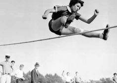 Gretel Bergmann, now known as Margaret Lambert. German Jewish high jumper not allowed to compete in the 1936 Olympics even though she had tied the previous European record. 1936 Olympics, Berlin Olympics, New Statesman, What If You Fly, E Sport, High Jump, Women In History, I Fall, Skiing