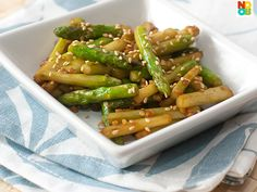Easy recipe for asparagus with sriracha chilli sauce stir-fry