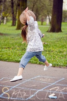 Precious Child ♥ Saturday in the Park Precious Children, Beautiful Children, Little People, Little Girls, Adorable Petite Fille, Baby Kind, Cute Images, Children Photography, Kids Playing