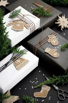 Beautiful & super easy DIY Christmas gift wrapping ideas, using upcycled brown paper & free natural materials to create festive designs that everyone loves! wrapping ideas for christmas diy 21 Free & Gorgeous DIY Christmas Gift Wrapping in 5 Minutes 9 Christmas Gift Wrapping, Diy Christmas Gifts, Holiday Gifts, Christmas Decorations, Cheap Christmas, Christmas Present Tags, Christmas Packages, Elegant Christmas, Homemade Christmas