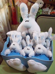 Caja con 20 conejitos, ideal para nacimiento o bautismo.