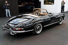 Mercedes Auto, Mercedes Benz 300 Sl, Mercedes Benz Autos, Classic Mercedes Benz, Bmw Classic Cars, Classic Sports Cars, Auto Retro, Retro Cars, Vintage Cars