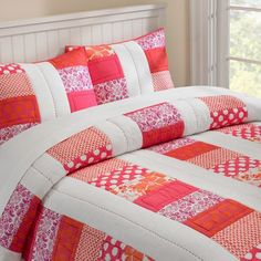 love the colors and the thick quilting line down the white strip