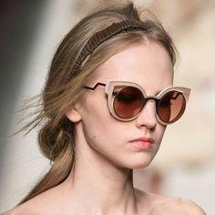 Más novedades para la próxima temporada. FENDI nos vuelve a sorprender. #sunoptica #gafas #sunglasses #gafasdesol #occhiali #sunnies #sunnieseyewear #shades #style #fashion #fendisunglasses #fendi #nuevacoleccion