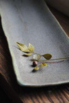 山本泰三「緑錆長皿」の詳細ページです。