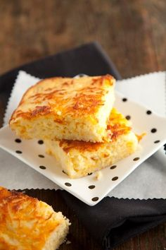 Vidalia Onion Cornbread Recipe by Paula Deen Vidalia Onion Recipes, Honey Cornbread, Homemade Cornbread, Vidalia Onions, Cornbread Recipes, Homemade Breads, Cinnamon Roll Bread, Paula Deen, Pizza