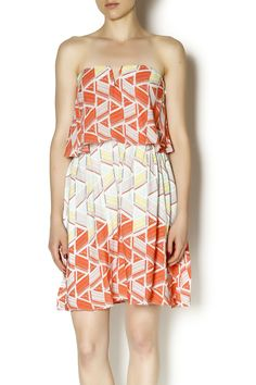 Gorgeous geometric print on a fitted but flattering style. Fully lined with back invisible zipper closure. Pair with brown gladiator sandals and a gold necklace for a fun look at summer brunch!