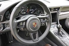 Kein PDK: Der Porsche 911 R kombiniert den Motor aus dem GT3 RS mit einer Handschaltung. Alles nur Hype? Fahrbericht im Puristen-Elfer.