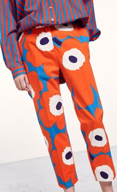 These classic cropped trousers are made of stretchy cotton twill with the Unikko pattern in red, blue and off white. The trousers have a concealed zipper, a small hook fastener and button at the front, side pockets and slim creased pant legs. Quirky Fashion, Minimal Fashion, Colorful Fashion, Modern Outfits, Colourful Outfits, Ugly Outfits, Kimono Fashion, Women's Fashion, Fasion