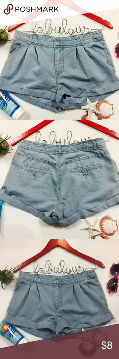 ▪️Forever 21 Shorts▪️ 🏃‍♀️ Forever 21 Shorts  | Shows Wear | Priced Accordingly 📸 Additional Photos or Measurements Available on Request 🖲 Use Blue Offer Button to Negotiate 🛍 Bundle And Save 📦 Ship Next Day Excluding Weekends & Holidays 😊 My Goal Is Customer Satisfaction 🌟 Five Star Seller Rating Forever 21 Shorts Jean Shorts
