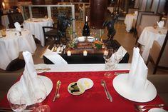 Sheraton Adana Otel size sevdiğinizle aşkınızı kutlamanız için mükemmel bir akşam yemeği sunuyor. / Sheraton Adana Hotel is offering a spectacular Valentine's Day Dinner for you to celebrate your love with your loved one.